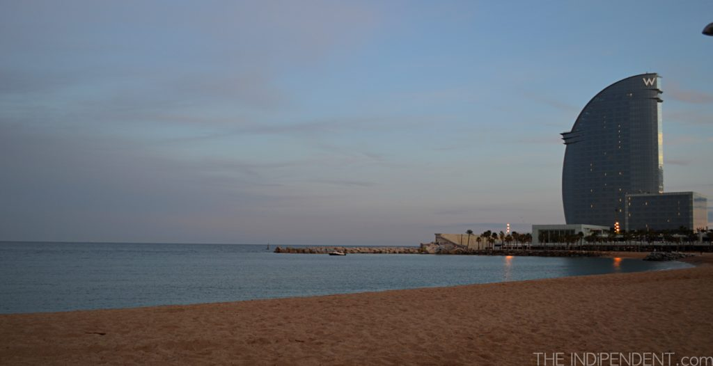 Barceloneta, vista Hotel W a forma di mezza luna