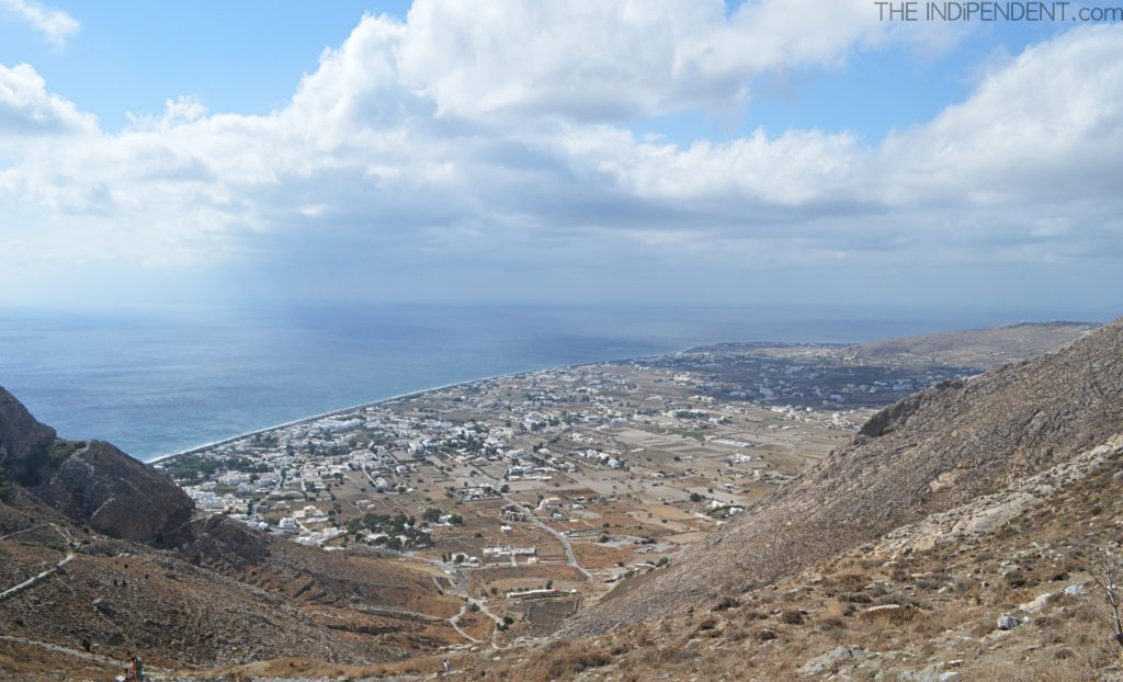 Sguardo da Ancient Thira verso Perissa.
