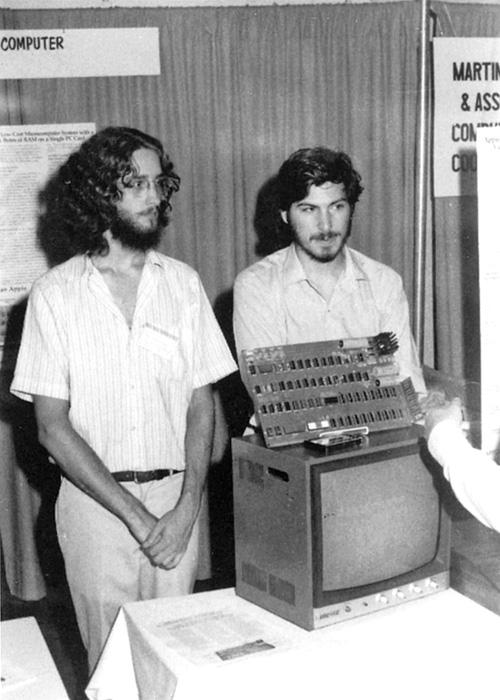 Jobs e Woz alla presentazione, al club, di Apple I.