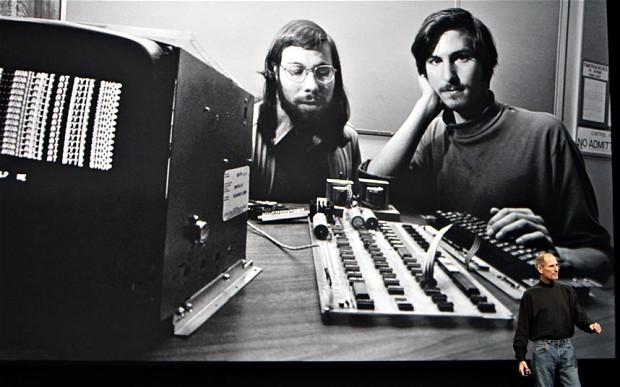 Steve Jobs e Steve Woz in una delle prime foto, dopo aver fondato Apple Computer Company