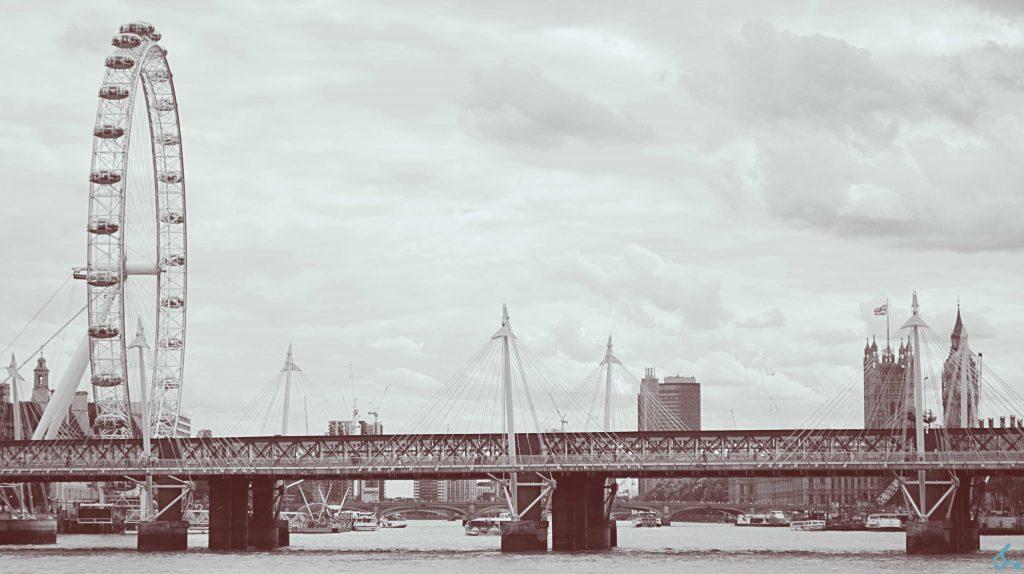 Partendo da sx: London Eye, Hungerford Bridge, House of Parliament ed il Big Ben nello sfondo in un uggioso giorno di fine luglio